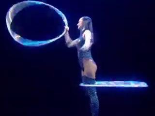 Cirque du Soleil - Delirium (танец с обручами)