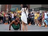 Невероятный танец уличного танцора в Нью - Йорке