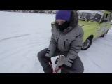 Парни отжигают на Москвичах на зимней трассе