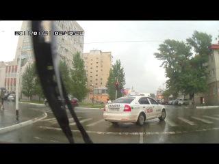 11.09.2013 г. г.Оренбург,такси Белое Т 625 СУ 56 рус-проезд перекрестка на красный сигнал светофора