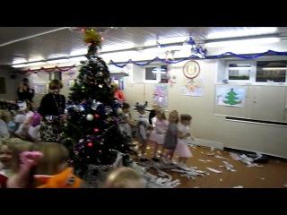 Зацените песенку на детском новогоднем празднике! ))