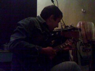 батл 2х лучших глем - рок гитаристов и тяфканье самого деревянного басиста
