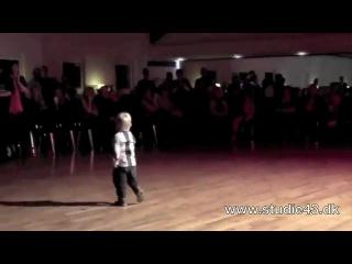William Stokkebroe- 2 года.Сын чемпионов мира и европы по латиноамериканским танцам, танцует джайв!