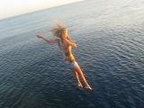 Прыгаю с пирса в красное море ))
