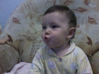 Азалька поёт песенку спокойной ночи малыши.