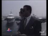 """Ван Дамм рамсит с Лундгреном на премьере фильма """"Универсальный Солдат"""".1992 г."""