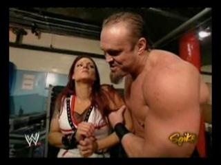 Lita Snitsky backstage(WWE Raw 06.12.2004)