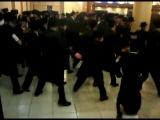 Chasidim dancing at a wedding in Israel. Хасидские танцы