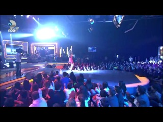 Hadise - Deli Oğlan (Beyaz Show 2011)
