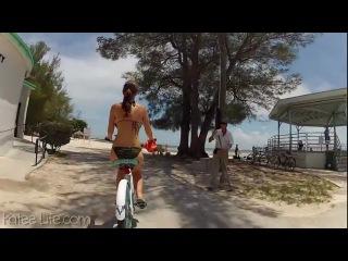 Кэти едет на велосипеде