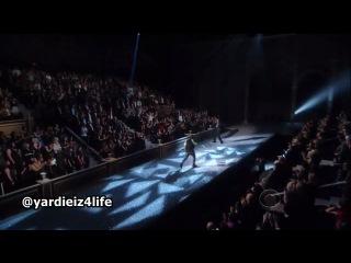 Jay-Z Feat. Kanye West- Niggas in Paris (Live at Victoria's Secret Fashion Show)