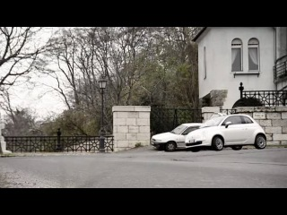 Гонка по городу: FIAT 500 против велосипедистов