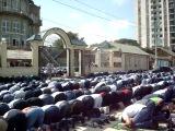 Пятничный намаз в мечети «Ан-Надирия» в Махачкале на Котрова