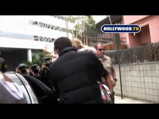 Ben affleck and his daugter violet leave school