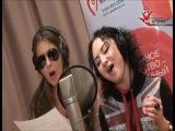 Тая Шилова и Кэти Топурия (ASTUDIO) работают над песней в студии.