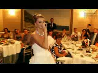Невеста читает реп на свадьбе в подарок жениху._low