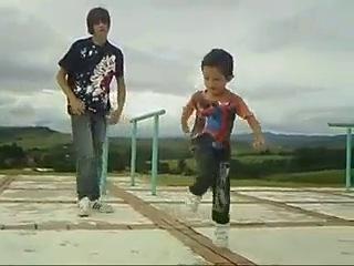Танец с маленьким мальчиком)) прикольно :)