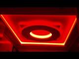 В этом потолке вы можете посмотреть видео с многоцветной светодиодной подсветкой, насколько становится универсальным такой потол