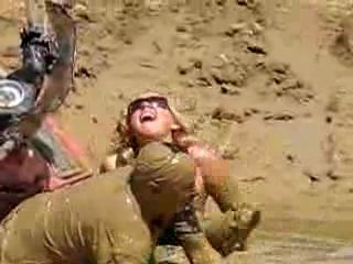 Девушку стаскивают в грязь