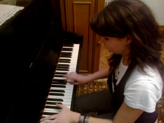 Клубная музыка на фортепиано.Катя жжёт))