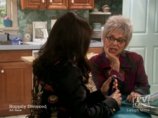 Happily Divorced S2x05 Swimmers and Losers