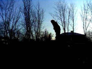слабонервным не смотреть безбашенный ниггер прыгает с 30метровой высоты