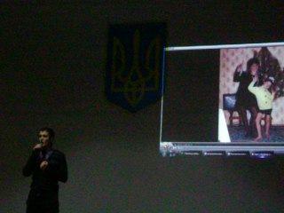 Виталий Нюкин поёт Школа № 7.
