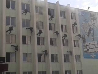 выпуск в РВВДКУ (показательное выступление-штурм здания и захват террористов)