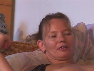 Папаша любит инцест со своей дочуркой трахая её во все щели