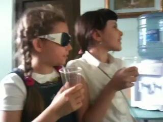Я с Эвелиной и Алисой после Английского в 2 или 3 классе