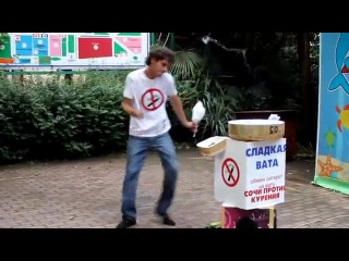 Продавец сладкой ваты танцует как Майкл Джексон
