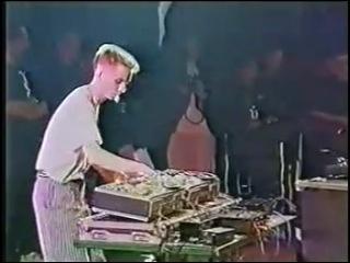 Скрэтч на бабинах (в Советском союзе были диджеи)