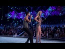 Maroon 5 Moves like jagger - Victoria's Secret Fashion Show Live Performance 2011