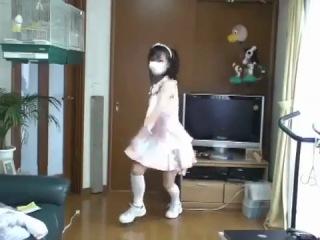 японочка классно танцует