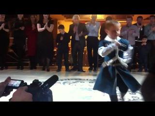 Лезгинка)Кабардинский мальчик,ему всего 5 лет!