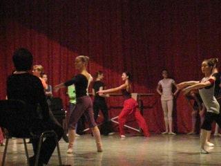 Урок классической хореографии прыжок Fermé