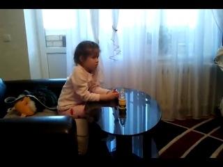 Девочка смотрит порно little girl watching porn