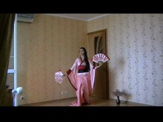 Японский танец с веерами