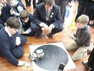 Соревнования по робототехнике. 18апреля 2012г.  Механическое сумо.