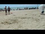 два молодых блондина решили пошалить на пляже анал орал ваще нормал сучка хуже огонь школьники драки xxx смотреть до конца
