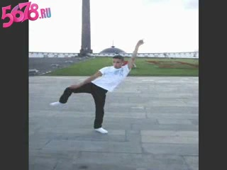 Тектоник пацан прикольно танцует!