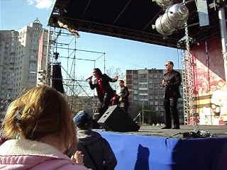 люблю до писка до визга)))дискомафия 9 мая за ТК