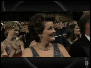 Джуди Денч получает Оскар за лучшую женскую роль 2-ого плана в фильме