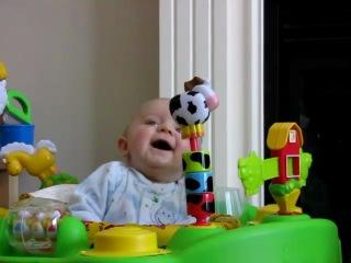 Реакция ребёнка : у мамы заложен нос, и она ужасно высмаркивается =)))