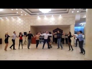 Танцы на молдавской свадьбе