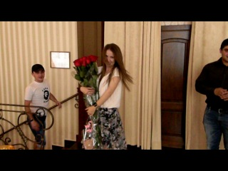 парень сделал подарок хотя и в армии))сюрприз для любимой девушки! на день рождения