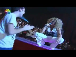 Hadise - Deli Oğlan (Show TV 2012 Yılbaşı Konseri)