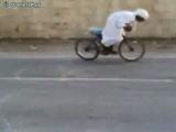Араб дрифтует на велике :D :D :D