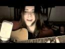 Девушка с очень красивым голосом поет песню из Скайрима)