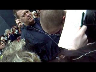 Роб с фанатами перед пресс-конференцией